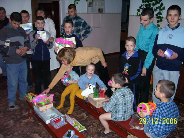 Photo Reporting Gifts From Christian Group From Usa To