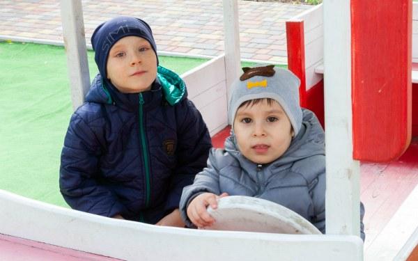 Дітям потрібна родина: Артур (2014 р.н.) та Антон (2017 р.н.)