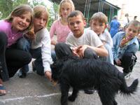 Дети и пёс Черныш.