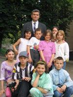 Директор с детьми.