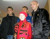 Онкобольных детей посетили футболисты запорожского