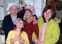 Поддержите семью, которая уже почти 10 лет принимает у себя в гостях детей-сирот!