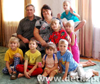 Фоторепортаж: Запорожцы Виктор и Светлана Ханжёвы приняли в семью 20 детей-сирот