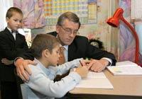 Фоторепортаж: Президент Украины в Центре социальной опеки «Отчий дом» в Киевской области
