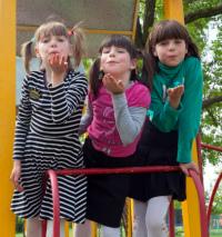 Дітям потрібна родина: Каміла С.(2007 р.н.), Кароліна С.(2009 р.н.), Кіра С.(2011 р.н.)