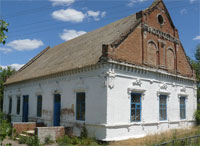 Residents of London, Kyiv, and Zaporizhzhia are helping to finance roof repairs of a building in Kalinovka. Half of the necessary sum has been already collected