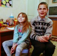 Детям нужна семья: Анастасия Б. (11.03.2009) и Денис Б. (14.02.2004)