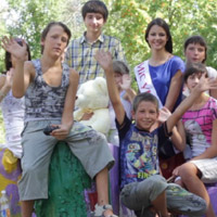 Ukraine Helps Out At Orphanage