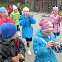 The young tourists from the Mikhailovsk district learn about the history of the Zaporozhzhye region